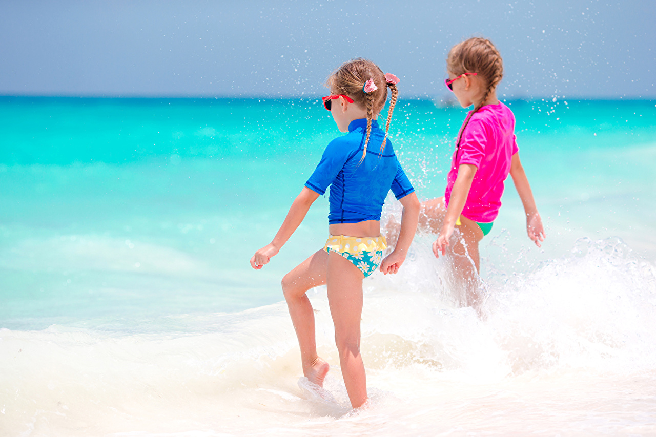 Sea Little girls Two 496606